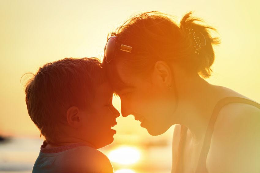 лаская и играя с ребенком вы можете нанести ему непоправимый вред