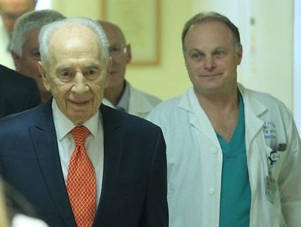 Шимону Пересу была успешно выполнена катетеризация