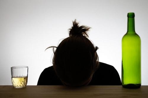 действует на алкоголиков и наркоманов