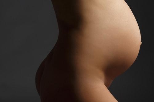 живот беременной женщины - Как израильтяне умудрились повысить рождаемость на 20%?